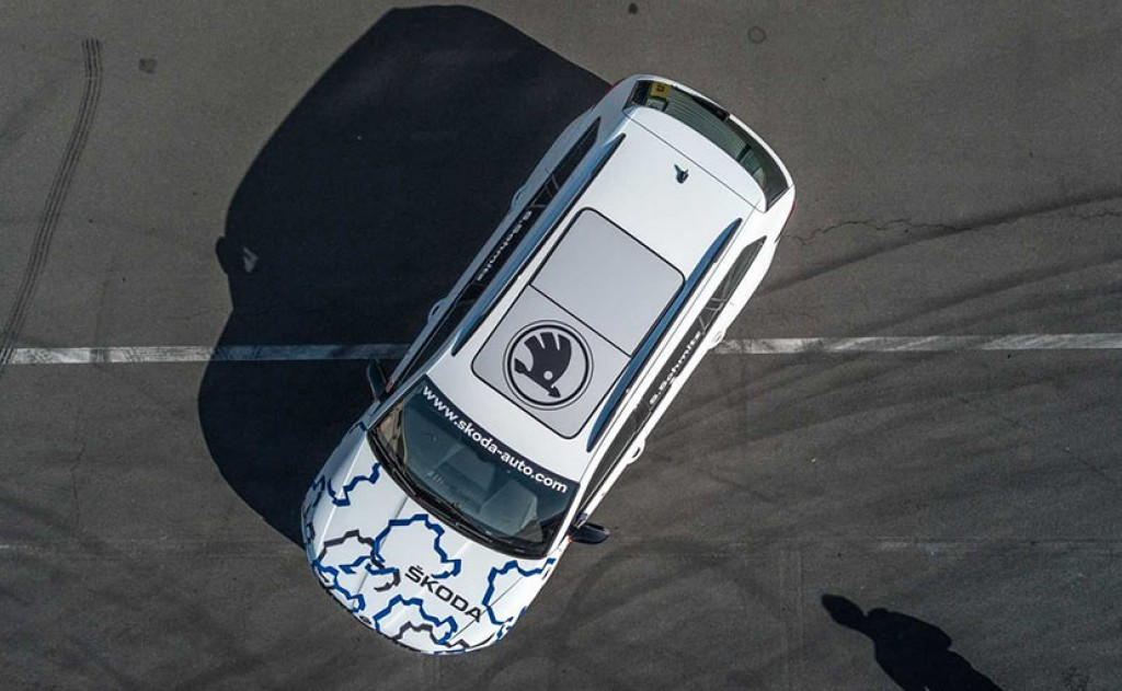 Skoda-Kodiaq-RS-teased-ahead-of-debut