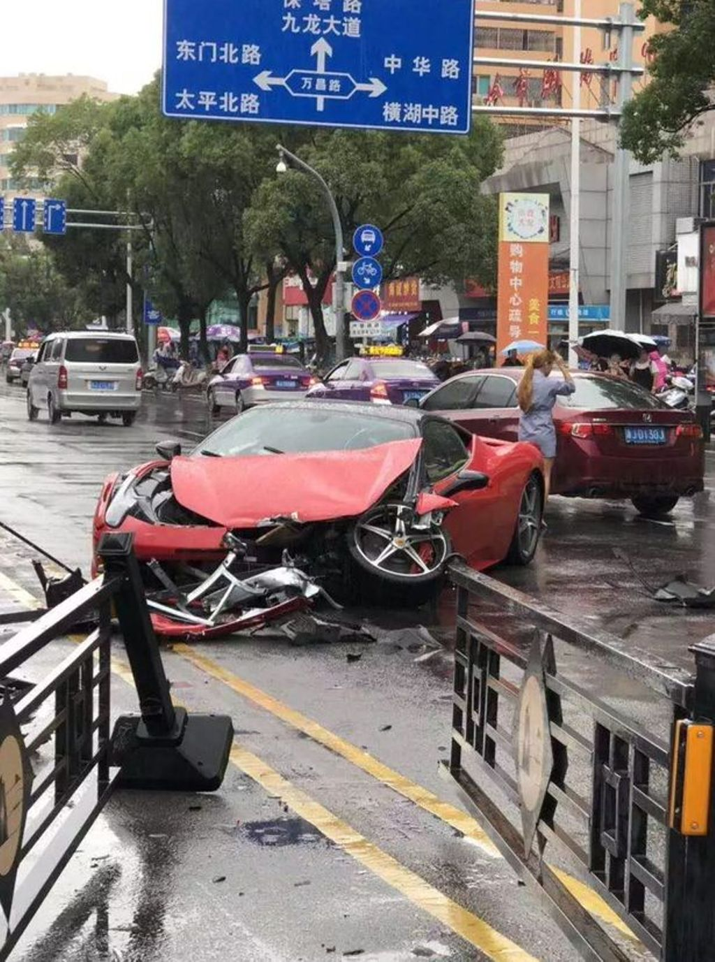 Woman Crashes Ferrari China