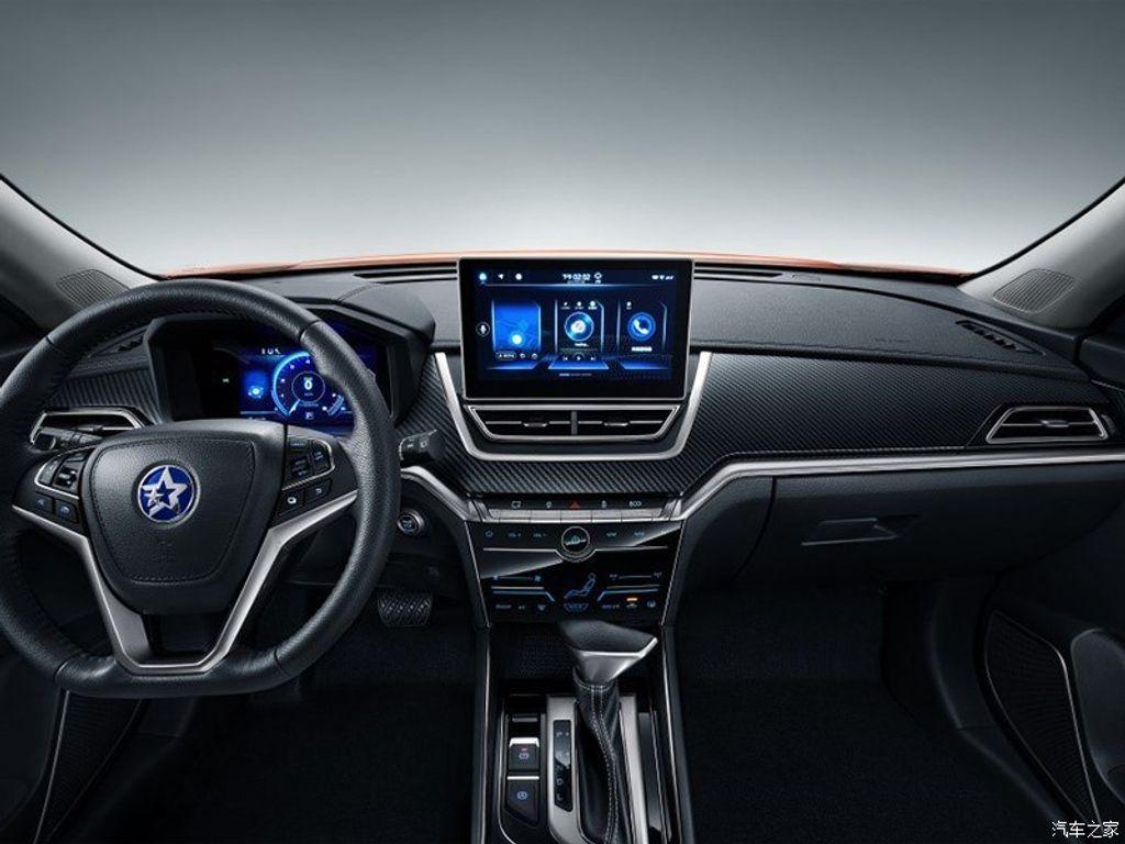 Hyundai-Creta-rival-Venucia-T60-front-3