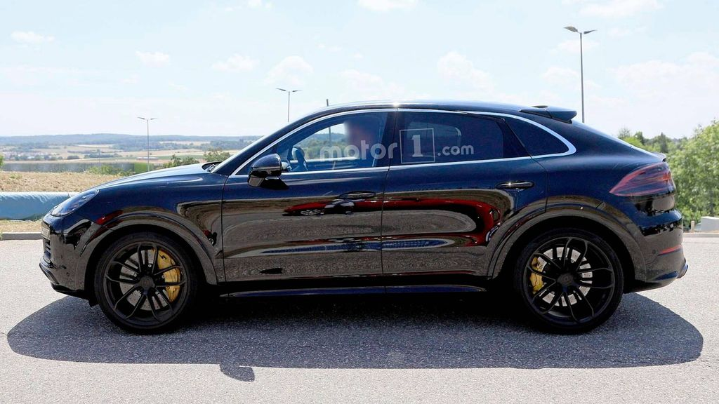 porsche cayenne coupe suv spied for first time debut in 2019. Black Bedroom Furniture Sets. Home Design Ideas
