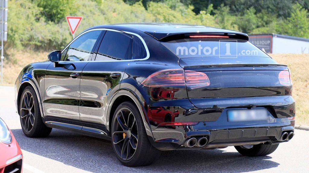 Porsche-Cayenne-Coupe-Spied-3