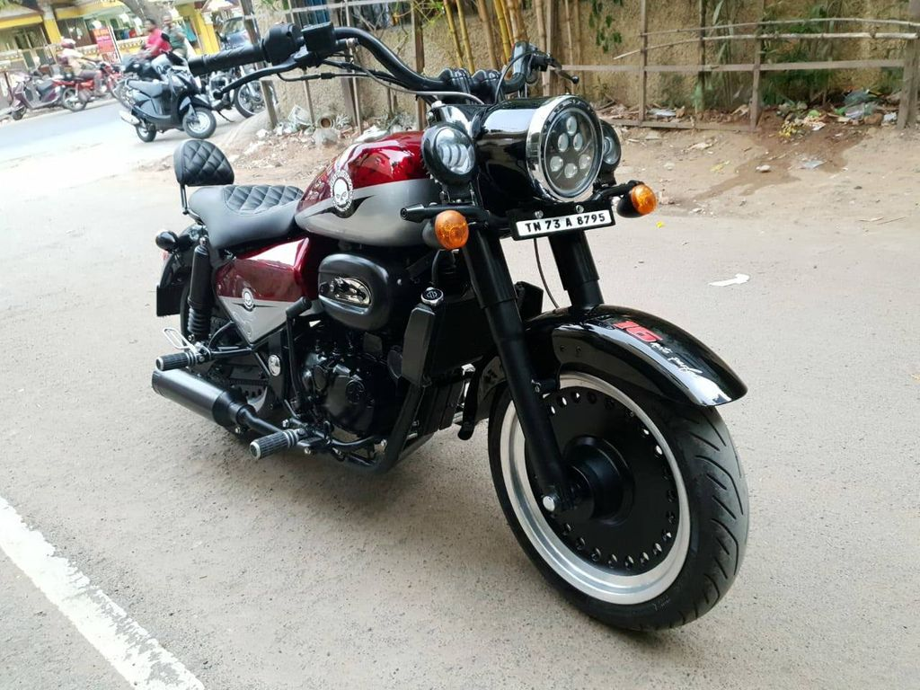 Tyre Shop India >> Royal Enfield Classic 350 Modified To Look Like Harley Davidson Fat Boy