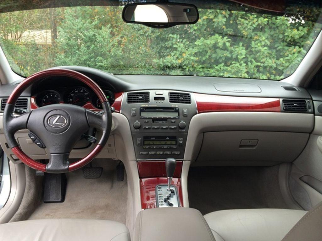 2002-Lexus-ES-300-interior