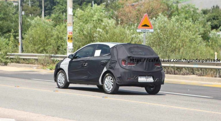 2019-Hyundai-Grand-i10-Spied-rear