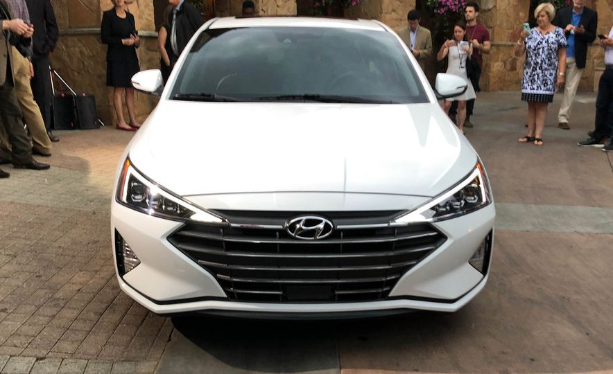 india bound  hyundai elantra facelift revealed