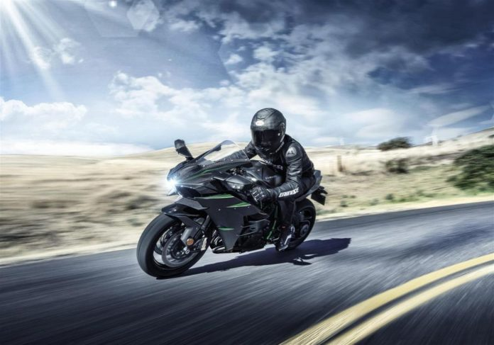 Kawasaki-Ninja-H2-Carbon-launched-in-India
