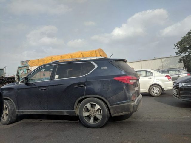 Mahindra XUV700 (Y400) Spied For The First Time With Production Grille 1