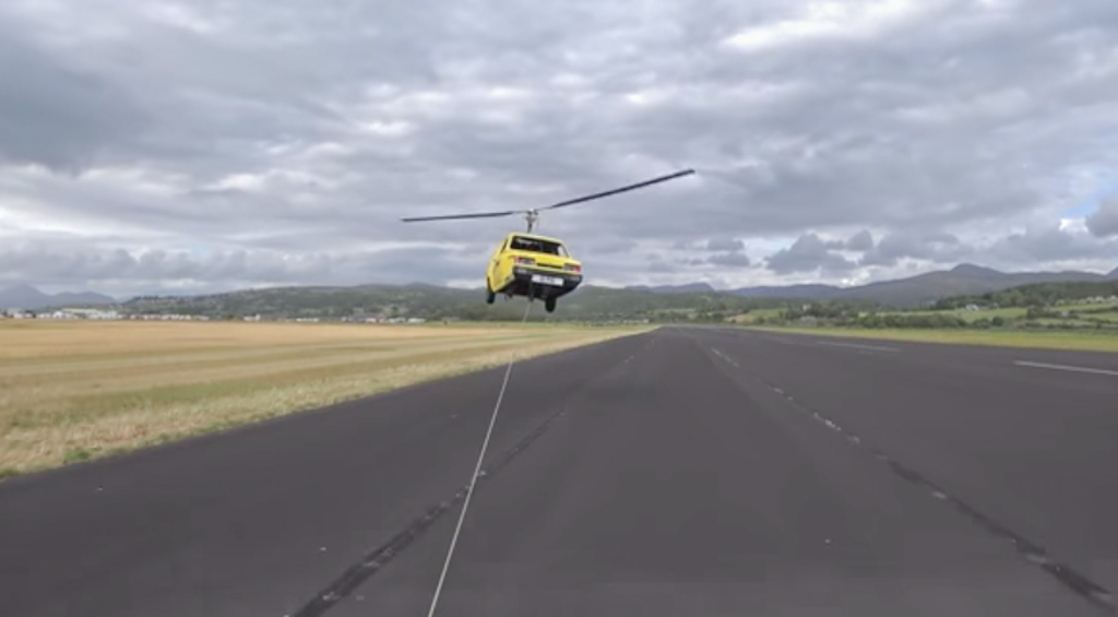 This Flying Reliant Robin Three-Wheeled Car Is A Huge Disaster