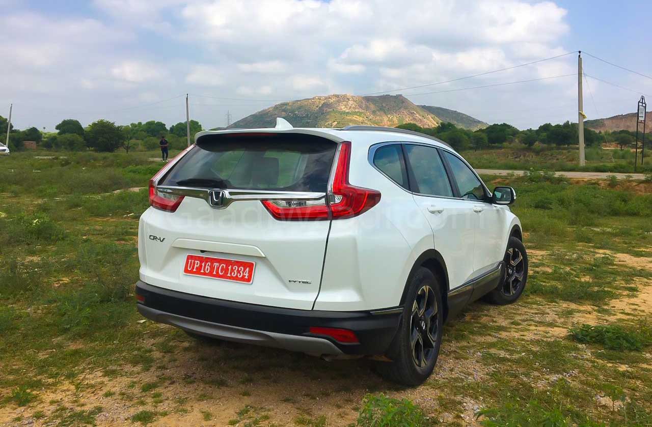 Latest Honda Cr V Is Available With Several Hi Tech Features Here
