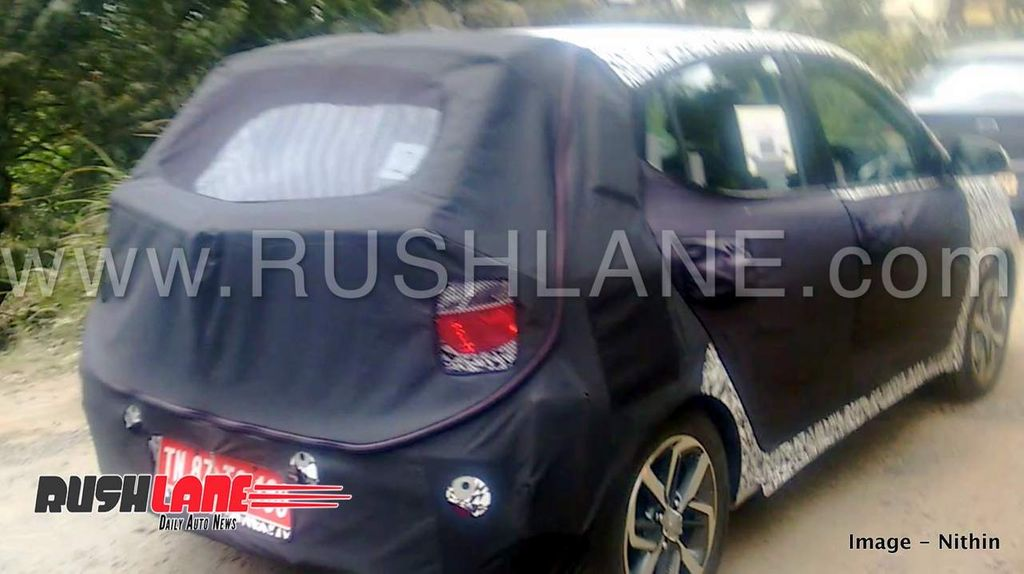 2019-Hyundai-Grand-i10-spied-with-alloy-wheels