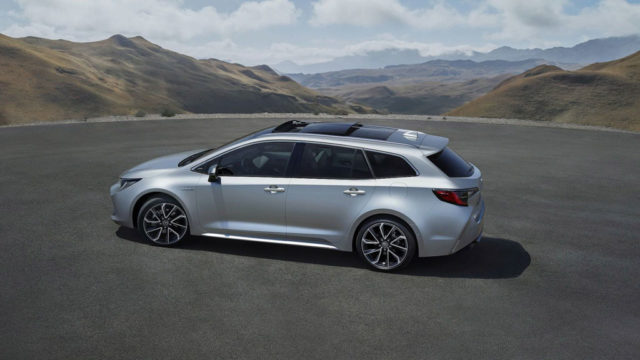 2019 Toyota Corolla Touring Sports Side
