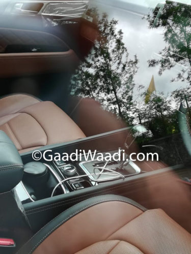 Mahindra XUV700 (Rexton) Spied Centre Console and Tunnel