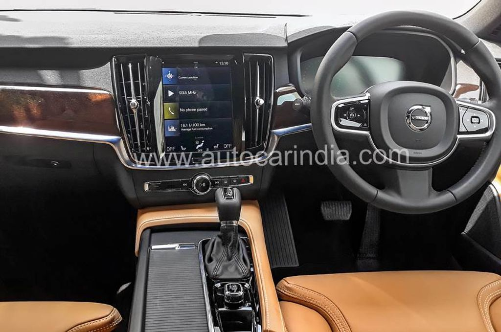 Volvo-S90-Momentum-launched-in-India-3
