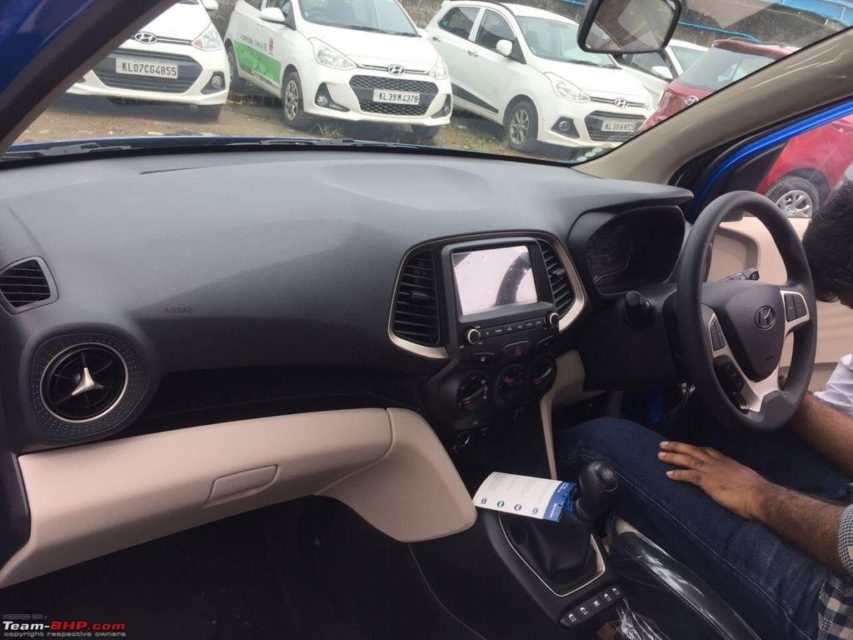 Hyundai-Santro-in-Blue-colour-spied-3