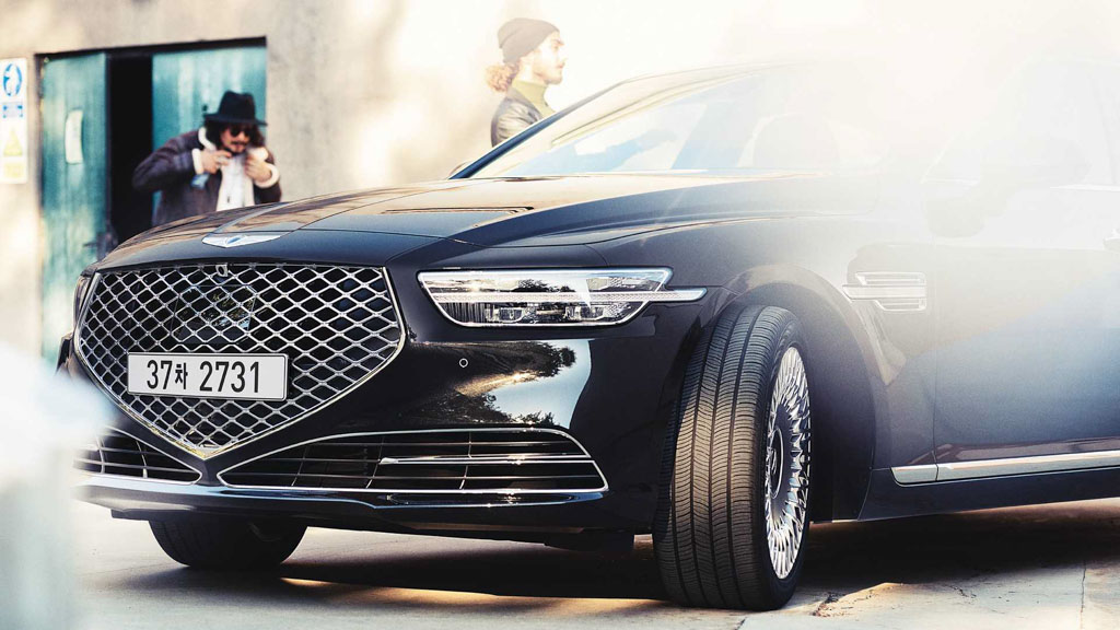 hyundai genesis  luxury sedan unveiled