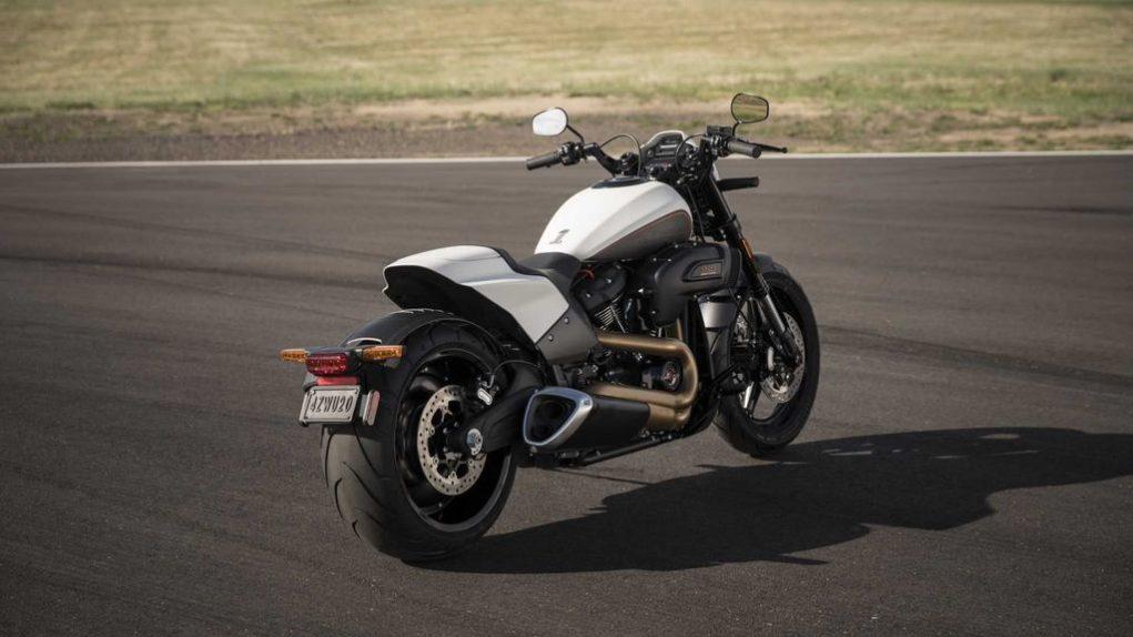 2019-Harley-Davidson-FXDR-114-2