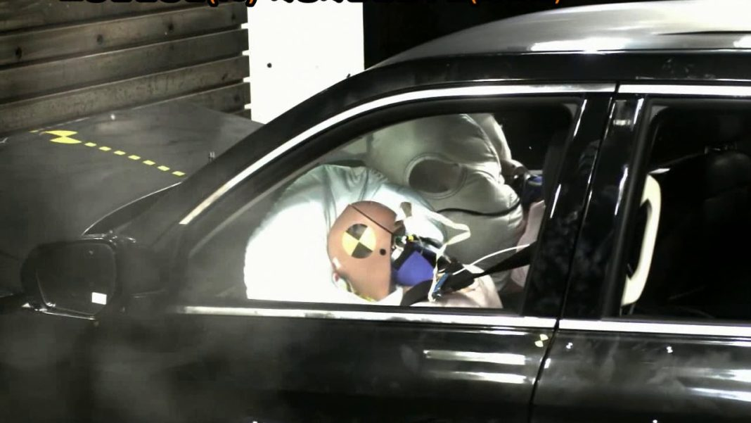 Mahindra Alturas crash test