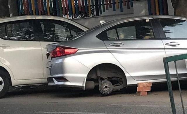 delhi car tyres stolen