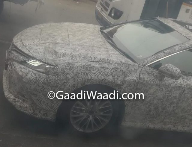 2019 Toyota Camry Hybrid Spied, India Launch, Price, Specs, Mileage, Features, Interior 1