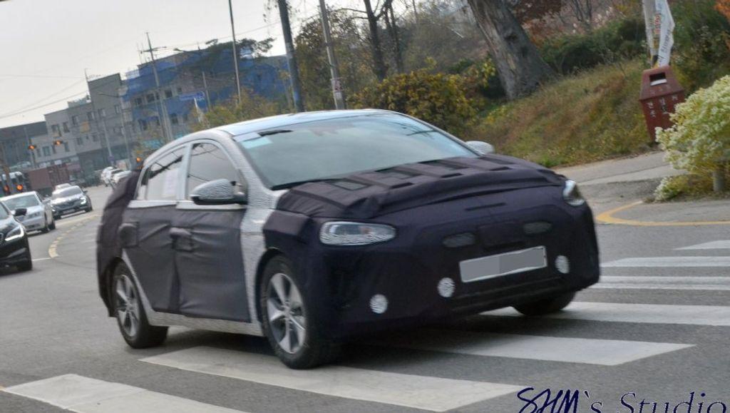 Hyundai-Ioniq-facelift-spied