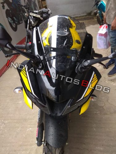 Yamaha-R15-Version-3.0-with-yellow-and-black-colour-5