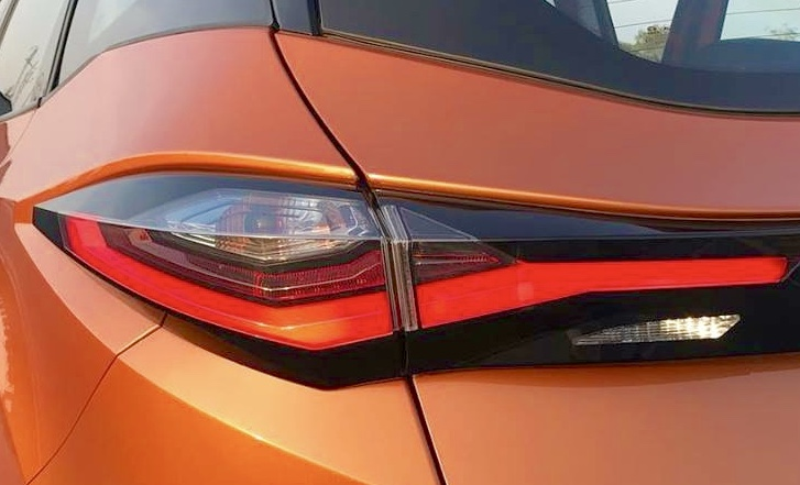 tata 45x taillight