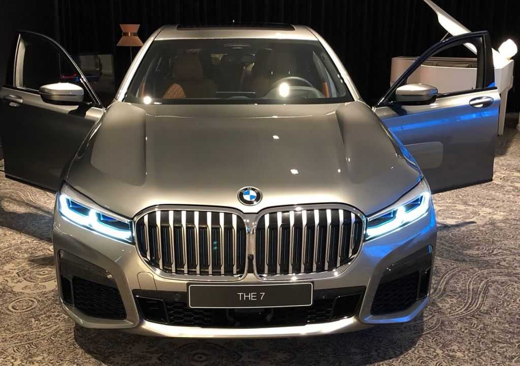 A Bucktoothed Wonder? Restyled BMW 7-Series Images Leak Online