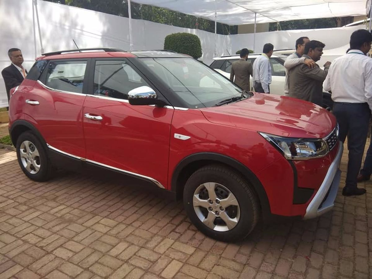 mahindra xuv300 shown to dealers with accessories ahead of