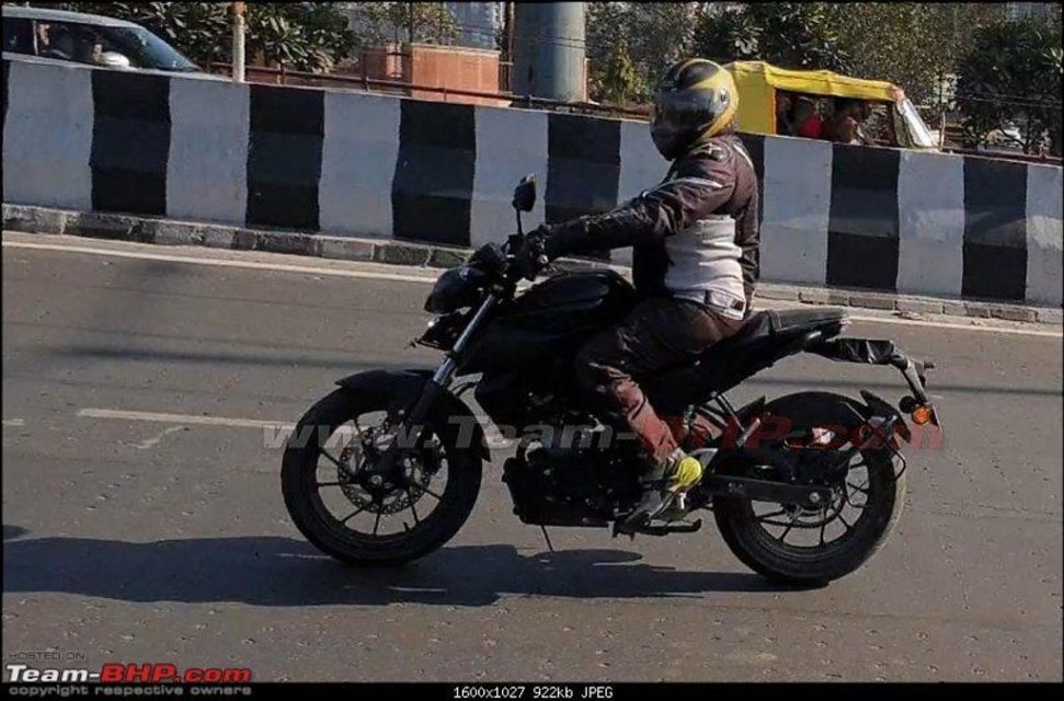 Yamaha-MT-15-spied-in-India-1