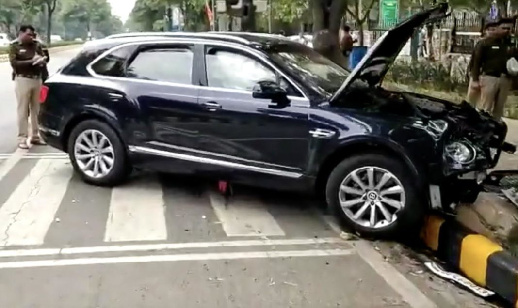 bentley bentayga accident