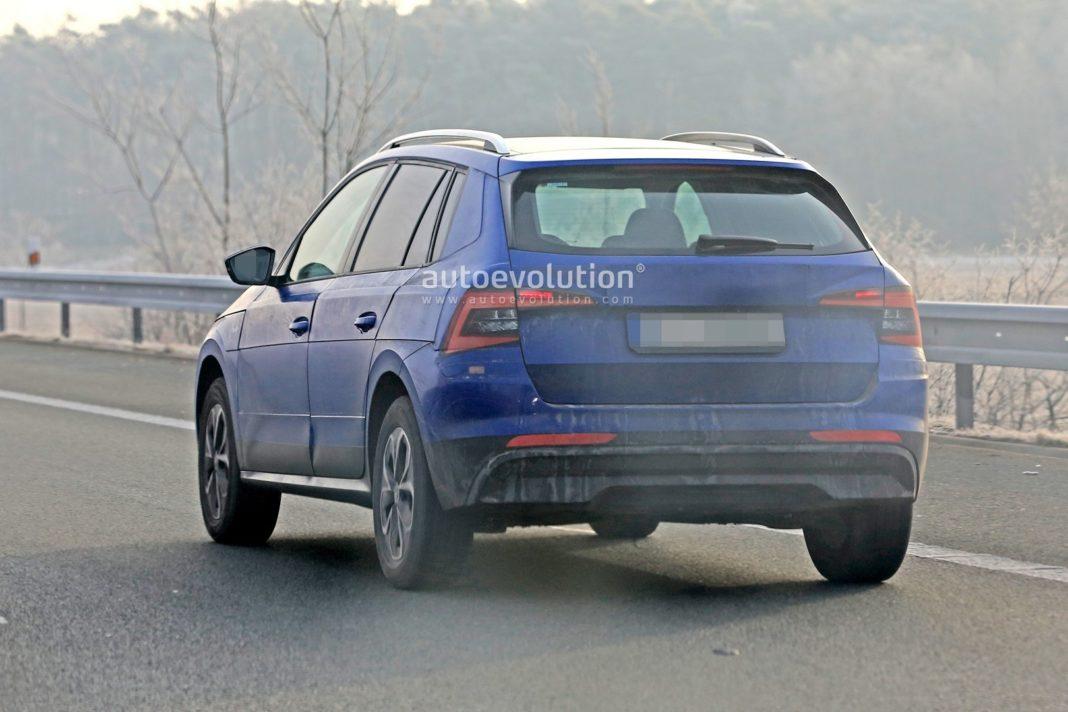 skoda-kamiq-spied-on-the-road-side-blue-rear