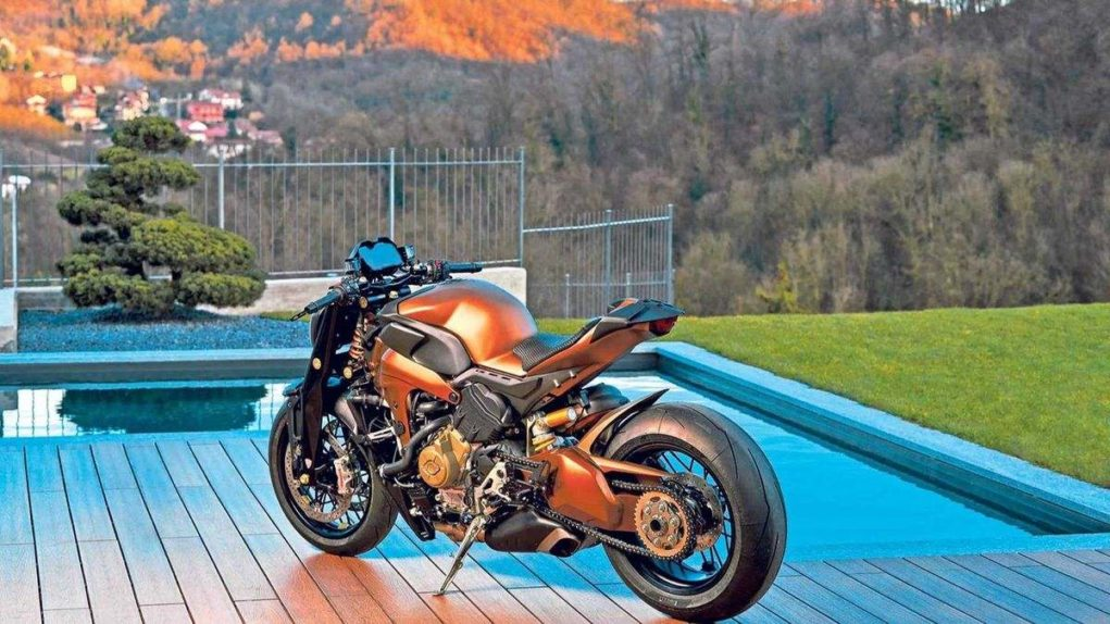 Ducati-might-develop-a-new-naked-bike-with-V4-engine-2