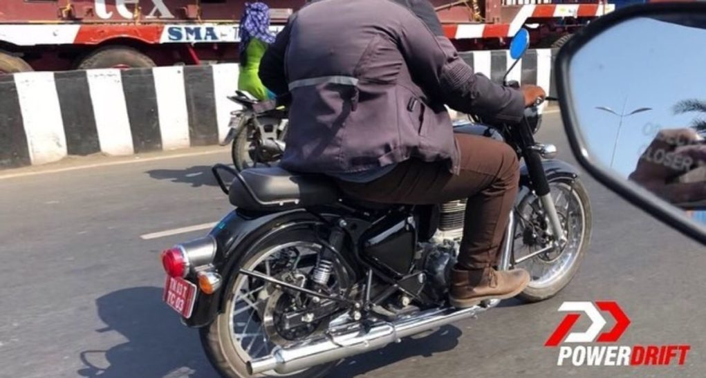 "Updated-Royal-Enfield-Classic-Spied-2 ""width ="" 696 ""height ="" 373 ""src ="" https://gaadiwaadi.com/wp-content/uploads/2019/03/Updated-Royal-Enfield-Classic -Spied-2-1021x547.jpeg 1021w, https://gaadiwaadi.com/wp-content/uploads/2019/03/Updated-Royal-Enfield-Classic-Spied-2-100x54.jpeg 100w, https: // gaadiwaadi .com / wp-content / uploads / 2019/03 / Updated-Royal-Enfield-Classic-Spied-2-640x343.jpeg 640w, https://gaadiwaadi.com/wp-content/uploads/2019/03/Updated- Royal-Enfield-Classic-Spied-2-696x373.jpeg 696w, https://gaadiwaadi.com/wp-content/uploads/2019/03/Updated-Royal-Enfield-Classic-Spied-2-1068x572.jpeg 1068w, https://gaadiwaadi.com/wp-content/uploads/2019/03/Updated-Royal-Enfield-Classic-Spied-2-784x420.jpeg 784w, https://gaadiwaadi.com/wp-content/uploads/2019 /03/Updated-Royal-Enfield-Classic-Spied-2.jpeg 1200w ""sizes ="" (max-width: 696px) 100vw, 696px"