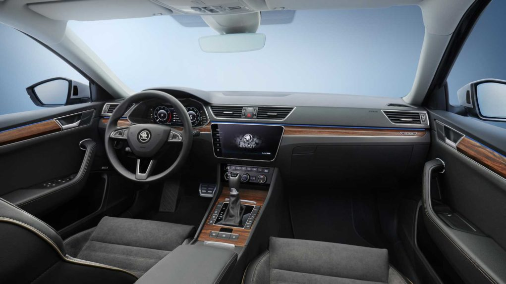 2020-skoda-superb-scout (7)