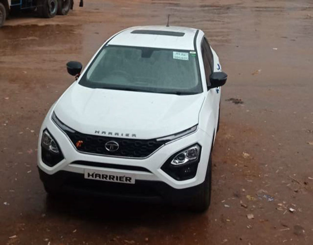 tata harrier sunroof