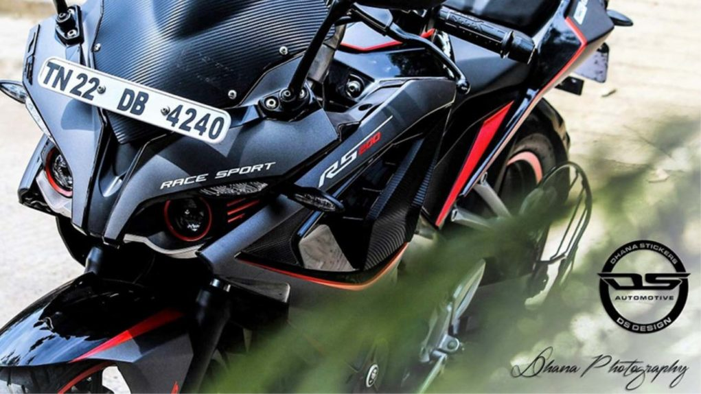 Bajaj-Pulsar-RS200-Grey-Edition-2