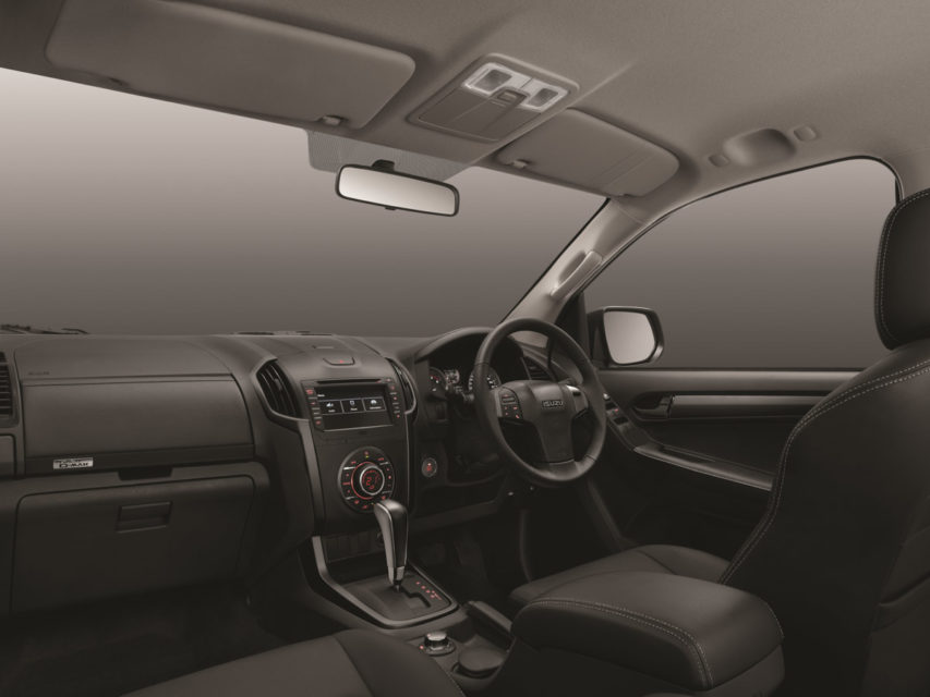 2019 isuzu v-cross interior
