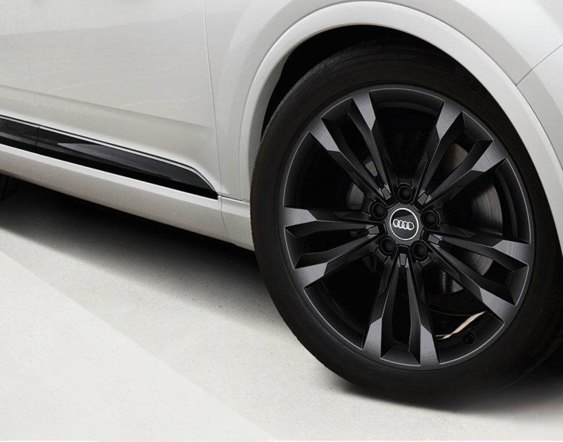 Audi Q7 Black Edition 1