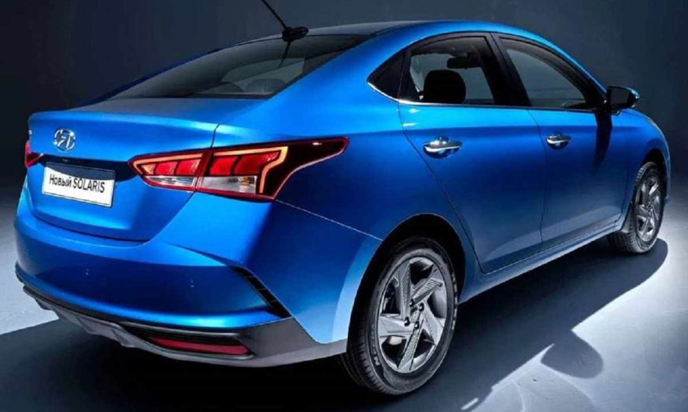 2020-Hyundai-Verna-rear