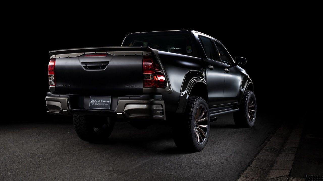 Toyota Hilux Black Bison Edition2