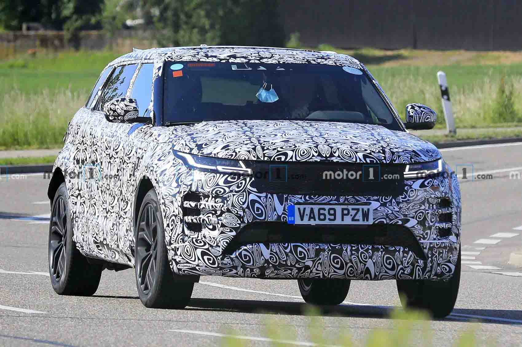 Range Rover Evoque 7-seater Version Spotted With Heavy Camouflage