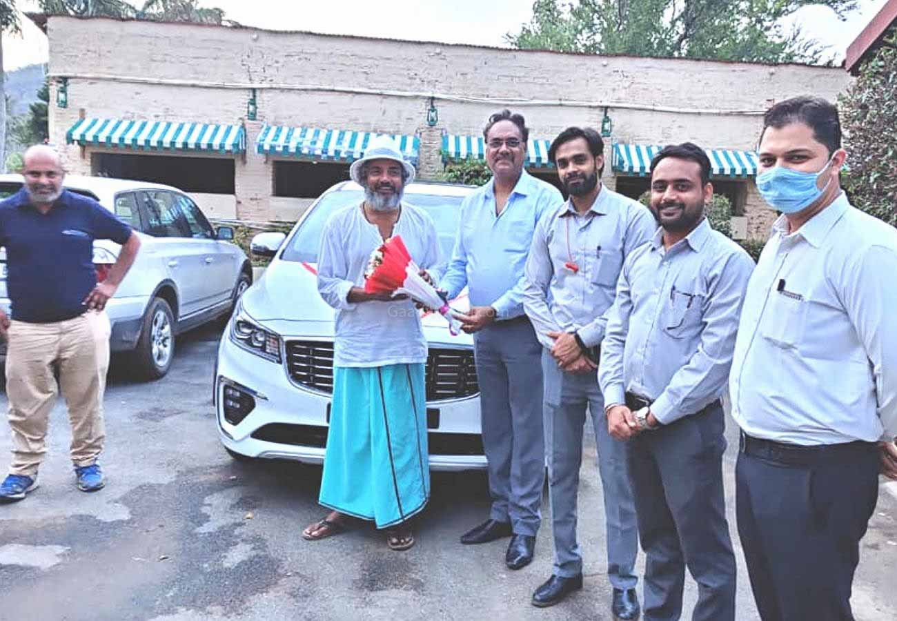 Former Indian Cricketer Ajay Jadeja Takes Delivery Of Kia Carnival Limousine