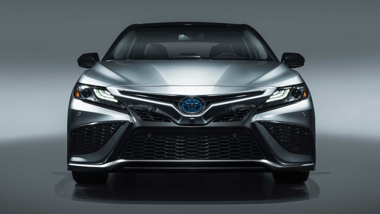 Toyota Camry Revealed With New Safety Sense 2.5, XSE Hybrid Trim