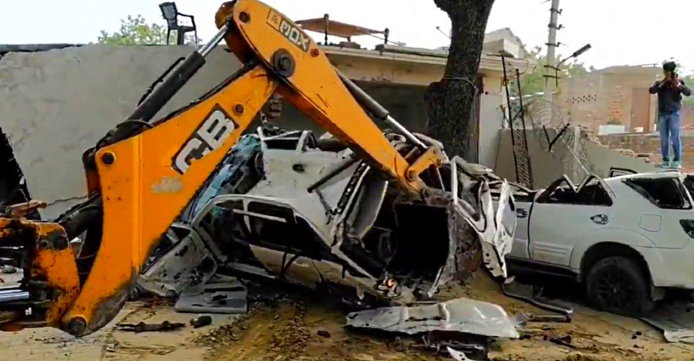 UP Police Uses JCB To Destroy Gangster Vikas Dubey's Cars [Video]