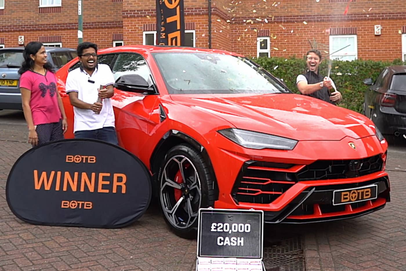 Indian Engineer Wins A Lamborghini Urus In Lucky Draw [Video] - GaadiWaadi.com