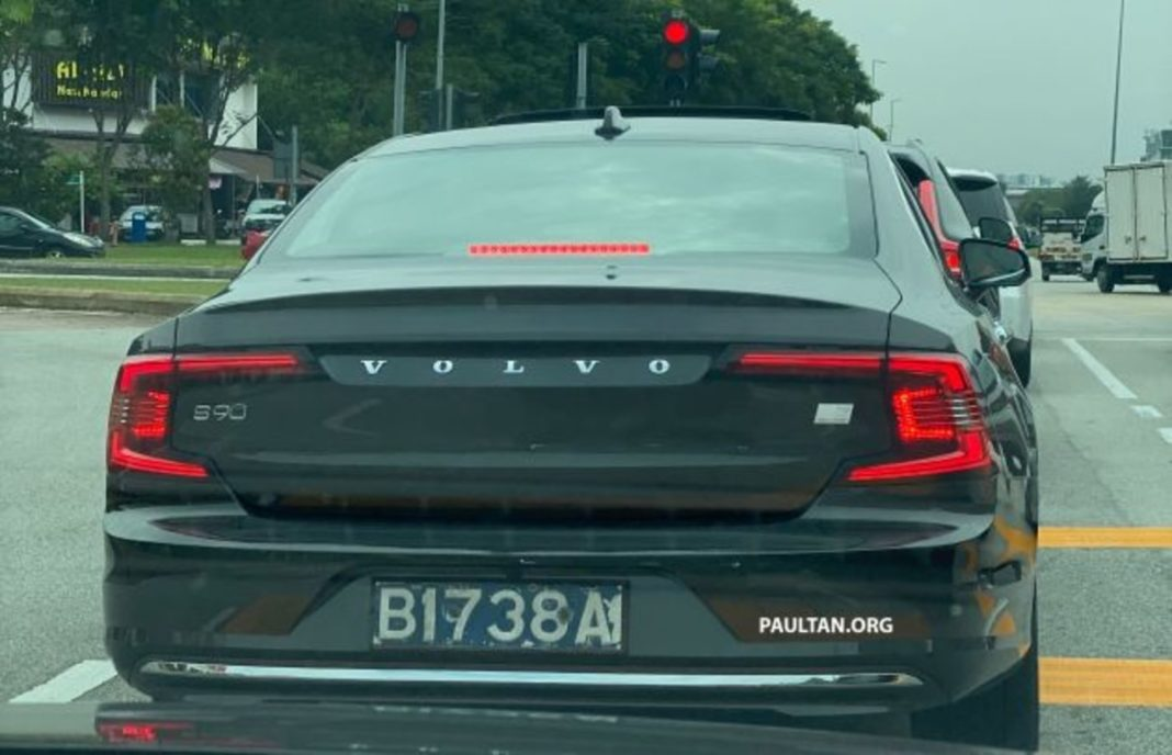 2021 volvo s90 facelift spied without camouflage