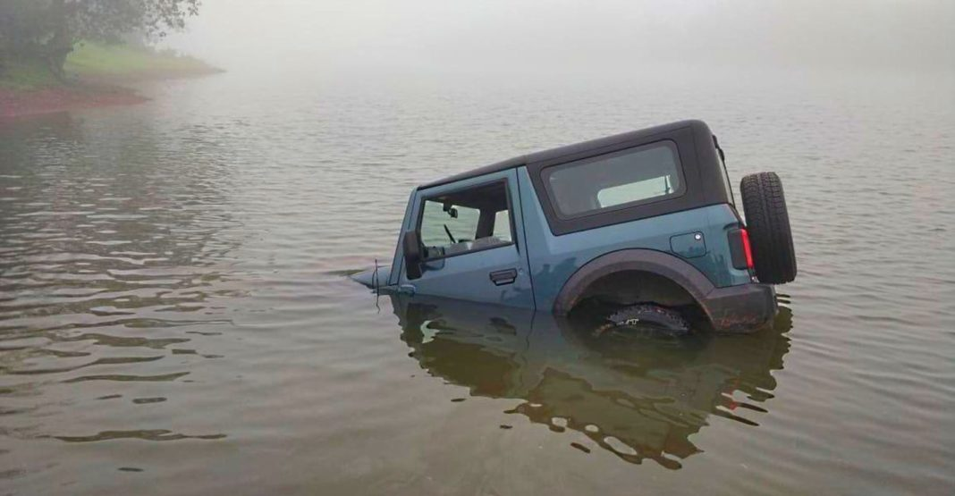 2020 Mahindra Thar gets stuck while water fording