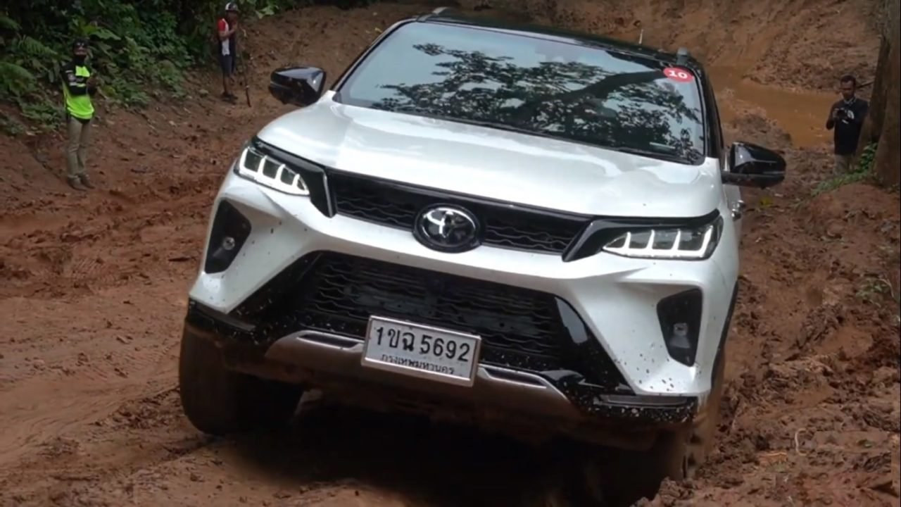 Toyota Fortuner Legender off road