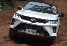 Toyota Fortuner Legender off road