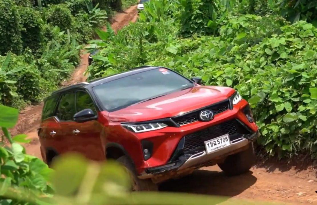 Toyota Fortuner Legender off road drive
